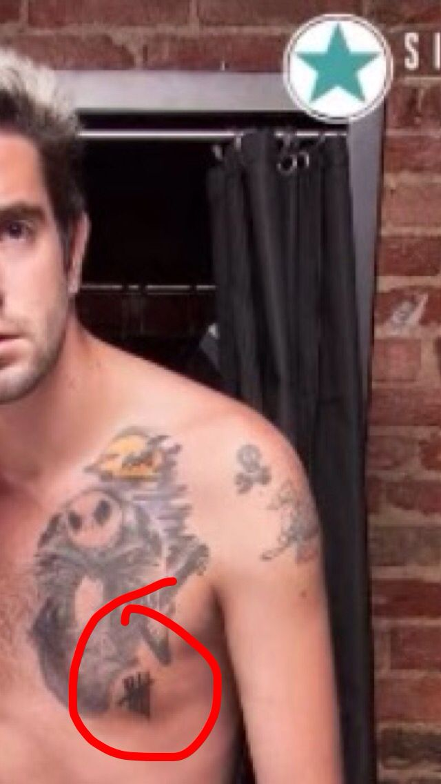 Jack from all time low has a 5sos tattoo