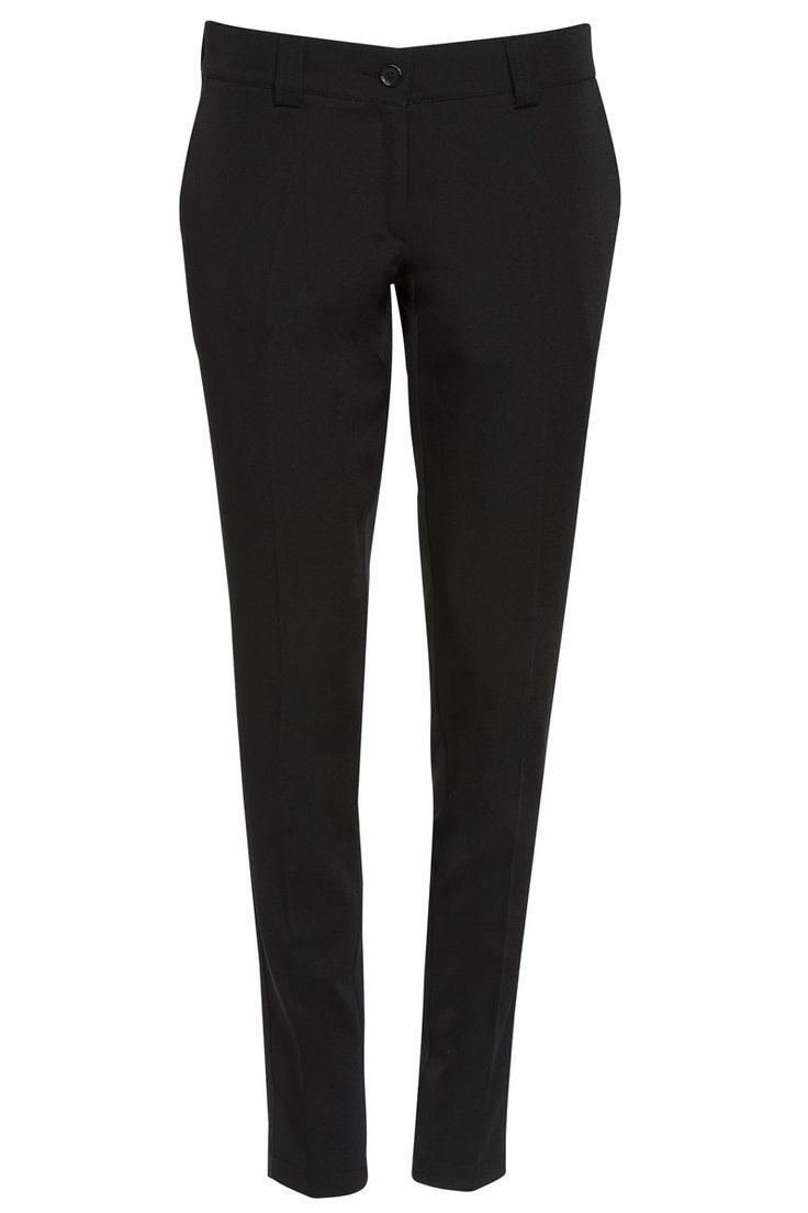 Pantalón de vestir negro Roger de mujer. Dispone de pasadores para cinturón y se abrocha mediante botón y cremallera. Tiene dos bolsillos delanteros cortados y dos traseros decorativos. Es un modelo Slim fit, de corte moderno ya que el bajo del pantalón es más estrecho. Su tejido elástico hace que sea un pantalón muy cómodo para sus usuarias. #MasUniformes #RopaLaboral #UniformesDeTrabajo #VestuarioOnline