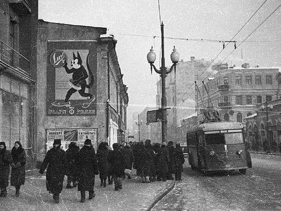 Москва, улица Старый Арбат недалеко от Смоленской площади, троллейбус,  вторая половина 20-го века