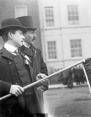 Two nationalist demonstrators on Merrion Square, early 20th century. #Irish #History