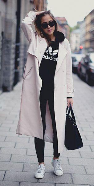 เสื้อยืด Adidas สีดำ, เสื้อโค้ท Tiger of Sweden, กางเกงยีนส์ Dr Denim, รองเท้า Stan Smith, กระเป๋า Celine