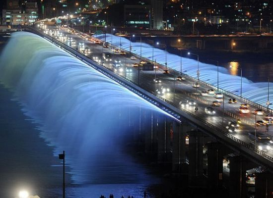 World's Most Stunning Bridges -Downtown Seoul's Banpo Bridge features the Moonlight Rainbow Fountain, which pumps out roughly 190 tons of water through 10,000 nozzles each minute.  #Bridges