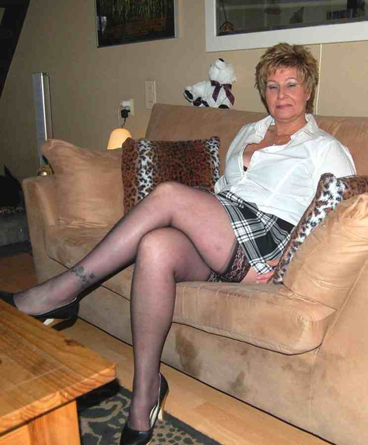 Mature Ladies Galleries In Nylons 66