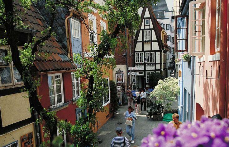 Bremen (Alemania), su céntrica plaza del Mercado, su catedral de San Pedro y las casitas de su barrio más antiguo.
