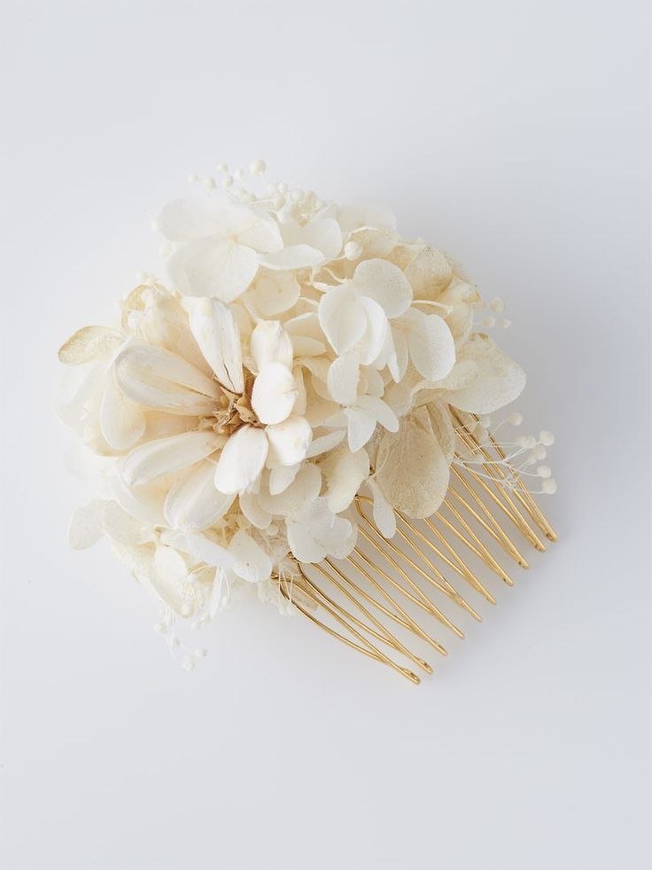 Flowery hair comb.