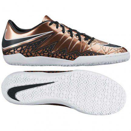 Buty piłkarskie Nike Hypervenom Phelon II IC w najnowszej kolorystyce Liquid Chrome Pack! Syntetyczna cholewka jest bardzo wytrzymała i łatwa w pielęgnacji, co znacząco wydłuża żywotność tych halówek.  #Nike #PiłkaNożna #PilkaNozna #Football #Futbol #Futsal #Swoosh #NikeFootball