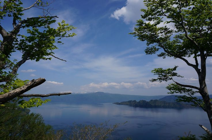 発荷峠展望台からの十和田湖 (Towada Lake from the lookout of Hakka mountain path) - May 4, 2015