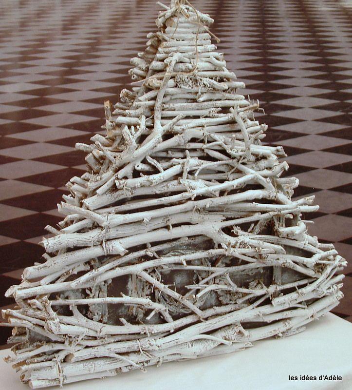 Albero di Natale con rami e piccole bacche.