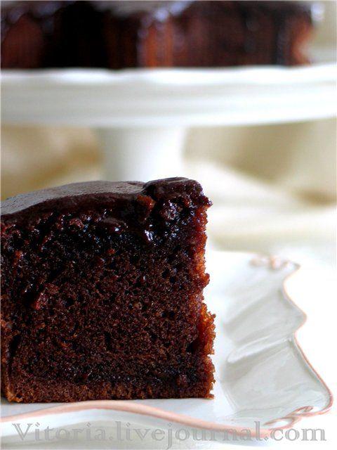 Вкусный влажный торт по рецепту Карин Горен. Для коржа: 1 чашка растительного масла(240 мл) 1 стакан сахара(200 г) 4 яйца 1 чашка(140 мг) сладкого какао…