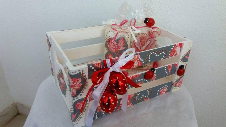Ενα Μοντερνο Πασχαλινο Τελαρο για τη νονα μαζι με δυο αρωματικα σαπουνακια που φυσικα θα βαλετε μεσα και τα κοκκινα αυγουλακια!! ΚΑΤΑΠΛΗΚΤΙΚΟ