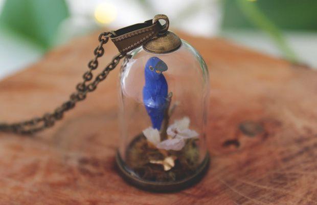 Colar Arara Azul - Toda Coisinha joias autorais artesanais