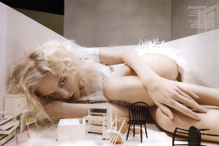 https://www.myfdb.com/editorials/99775/image/329891-vogue-british-editorial-forget-me-not-may-2011-shot-2 My Fashion Database: Vogue British Editorial Forget Me Not, May 2011 Shot #fashion #photography #magazine #editorial #MYFDB