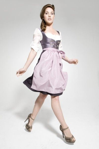 Love both the elegant purple hues of the dirndl and apron, as well as those fab shoes. #dress #dirndl #German #folk #costume #traditional #shoes