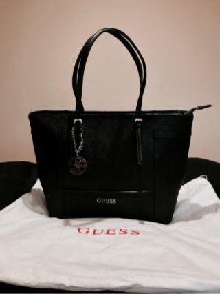 ca95d93e Bolso negro modelo SHOPPER de la marca GUESS totalmente nuevo, por lo tanto  lógicamente en