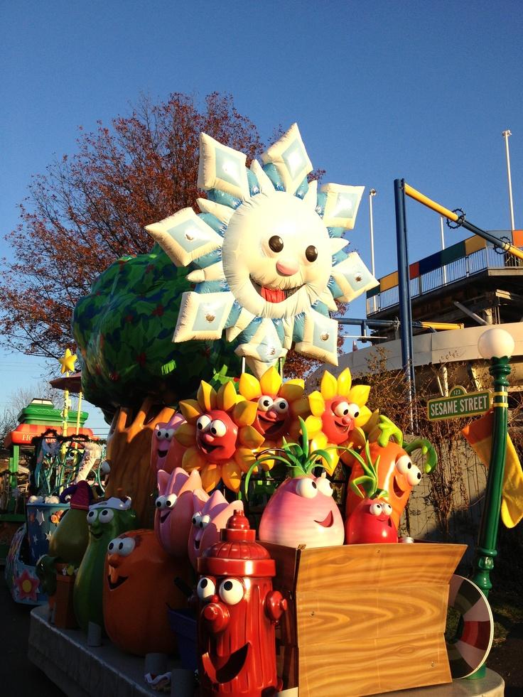 Sesame place Christmas parade