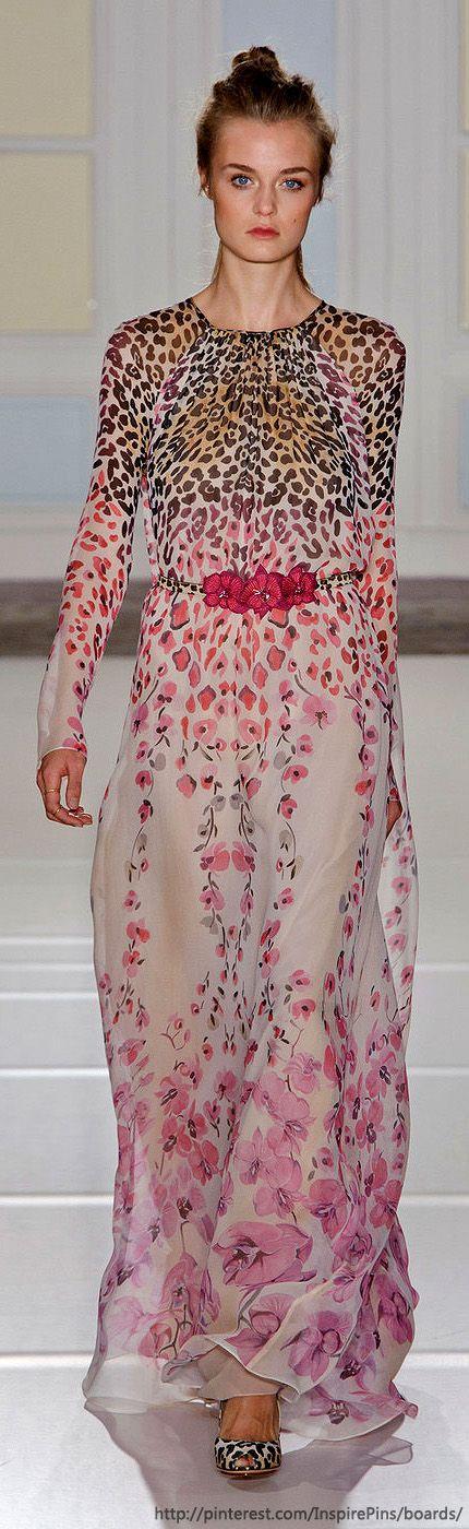 Temperley London at London Fashion Week Spring 2014 vestido largo floreado dibujo en progresion