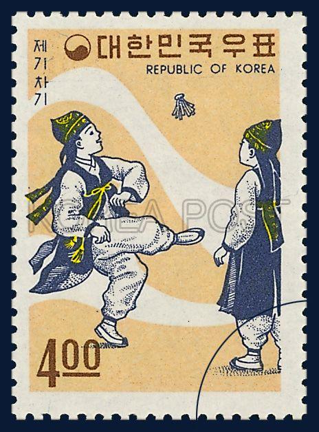 POSTAGE STAMPS OF FOLKLORE, jegichagi , traditional culture, white, orange, 1967 09 15, 민속시리즈, 1967년 09월 15일, 574, 제기차기, postage 우표