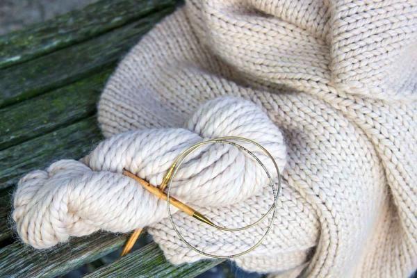 Extra dickes Baby Alpaka Garn 100% Baby Alpaka Strickwolle. Sehr schönes und weiches Garn in verschiedenen Farben.  Ein Knäul 100g Lauflänge ist 50m Nadelstärke 10 100% baby Alpaka