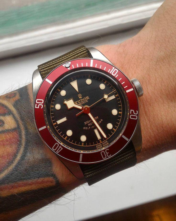 Tudor Black Bay, red version | (viajmastinef)