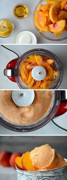 ingredientes: 1 pêssegos ou 4 xícaras de pêssegos frescos (16 onças) saco de congelados, congelado 3 colheres de sopa de agave néctar ou mel 1/2 xícara de iogurte natural (sem gordura ou no todo) 1 colher de sopa de suco de limão Como chegar: Adicione os pêssegos congelados, néctar de agave (ou mel), iogurte e suco de limão para a tigela de um processador de alimentos. Processo até ficar cremoso, cerca de 5 minutos.