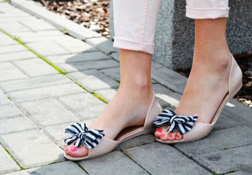 adorable shoes & pretty toes!