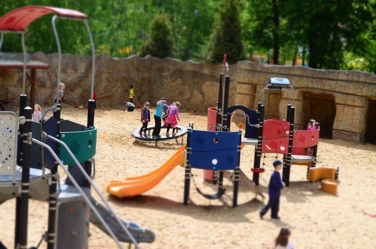 Nasz plac zabaw w wersji miniaturowej, ale tylko na zdjęciu.  Po wizycie w Juraparku zapraszamy na zjeżdżalnie, pająki i drabinki