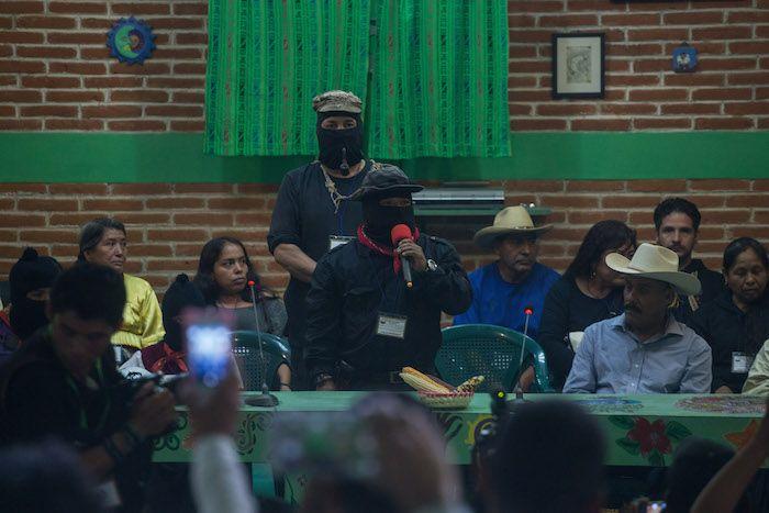 Durante el acto estuvo presente el subcomandante Galeano del EZLN, antes conocido como subcomandante Marcos, quién no pronunció palabra alguna.