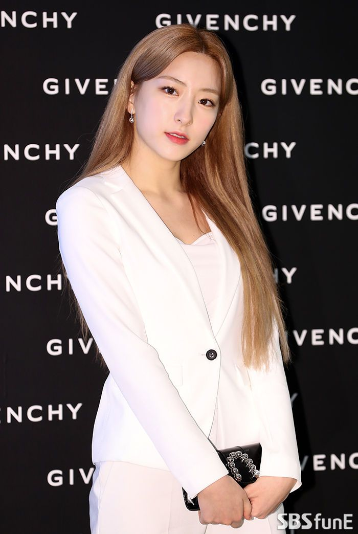 E포토]우주소녀 은서 '눈부신 미모' #SBS연예뉴스 #스브스타 #SBSStar ...