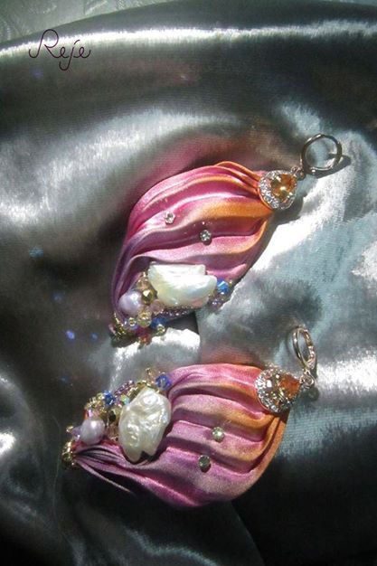 "shibori earrings ""Shells"". Shibori silk, Mother of pearl, freshwater pearls, swarovski, Zirconia Crystals -Reje- www.rejesoutache.com"