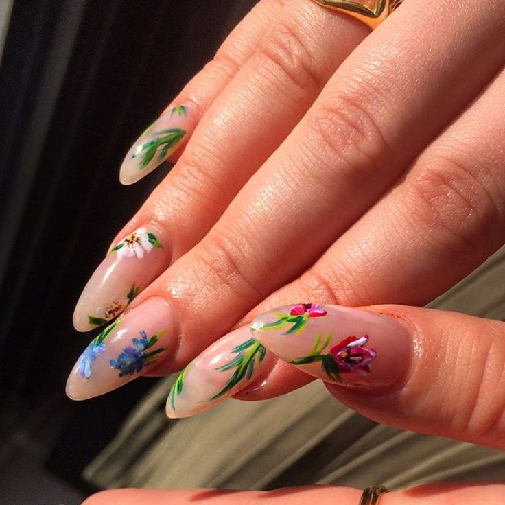 Another sunny morning in LONDONTAAAAAAAAWN gorgie delicate floral nails by WAH girl @jessyoung__