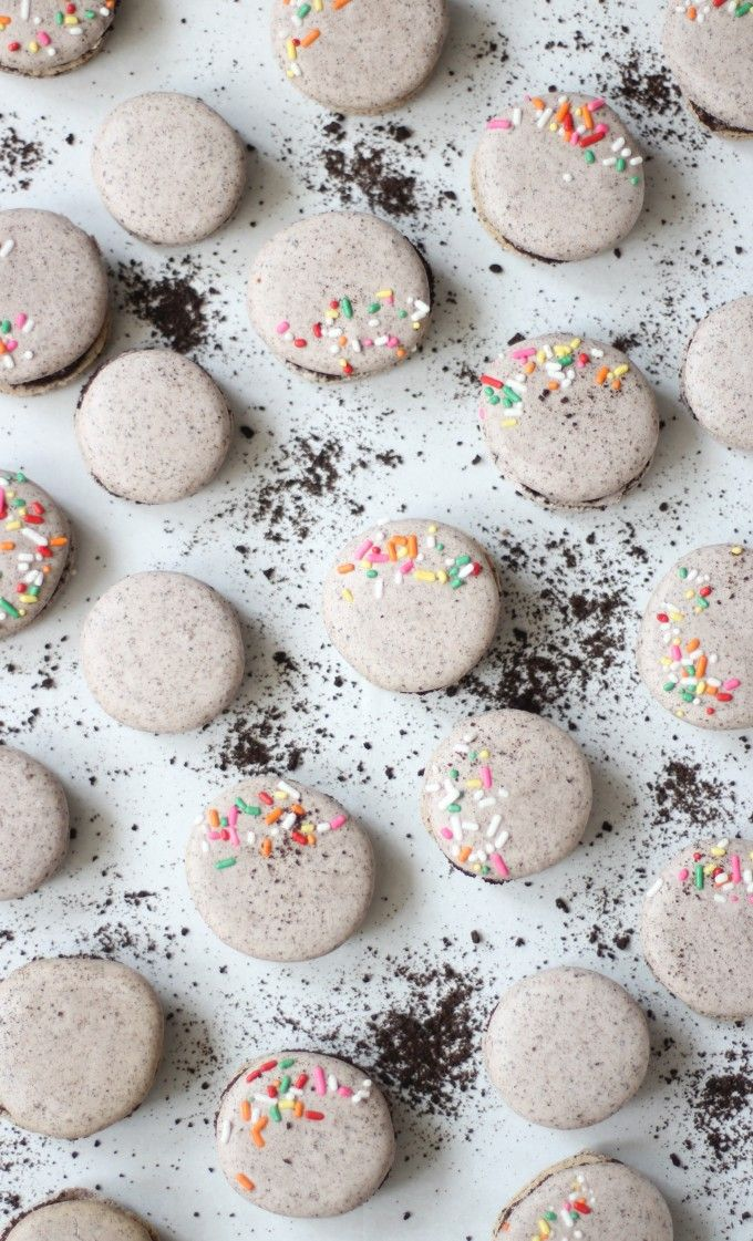 How to Make Oreo Macarons (These are hands down THE most amazing macaron flavor you'll find! So good.)