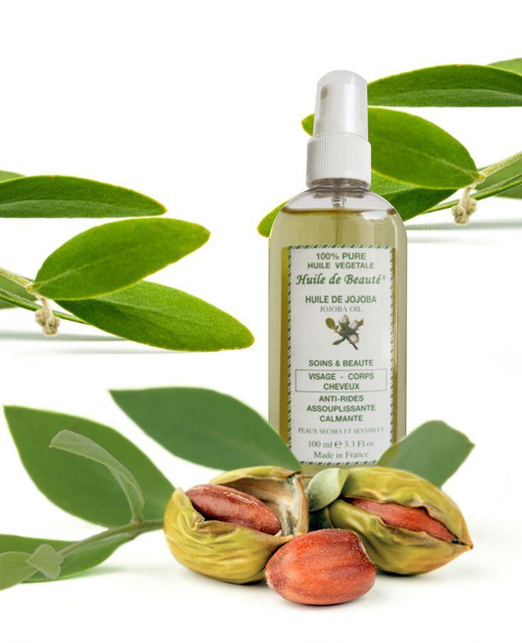 Ulei de jojoba Vegetal, 100% pur Uleiul de jojoba este un ingredient care se găseşte în majoritatea produselor de îngrijire. Datorită proprietăţilor sale antiinflamatoare şi hidratante , uleiul de jojoba este folosit pentru tratarea diferitelor afecţiuni ale pielii şi părului. Accelerează acţiunea ingredientelor active în pori şi piele. Poate fi folosit pentru orice tip de piele, întrucât nu cauzează reacţii alergice şi iritaţii ale pielii. Este recomandat bărbaţilor cu piele iritată.