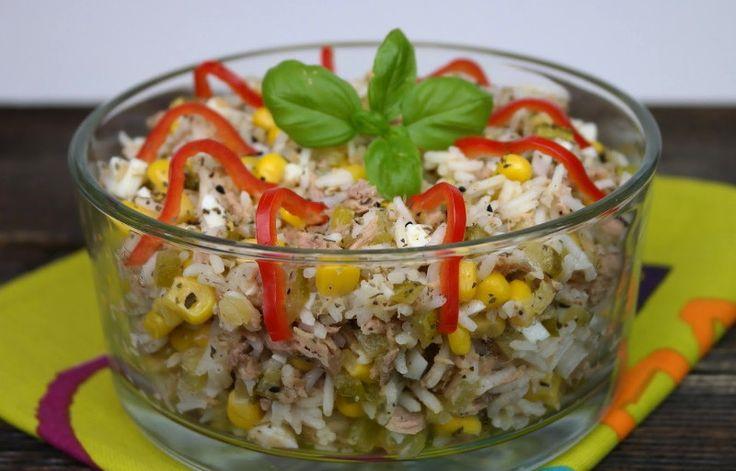 Салат с тунцом, рисом и овощами