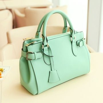 One more mint green purse...I really like this one.