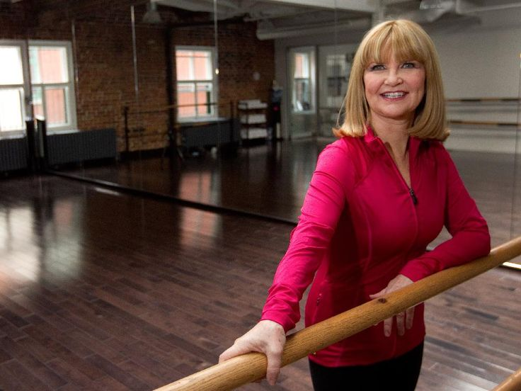 Everyone needs to stretch, Miranda Esmonde-White says: Get up. Stand up. Move around and get your blood circulating #agingbackwards #dynamicstretching #essentrics #classicalstretch #flextime #620muscles #rehabilitation