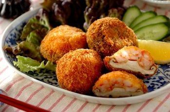 シイタケのエビ詰めフライ  エビとシイタケの旨味がたっぷり! サクッと揚げて子どもから大人までみんなで楽しめる一品です。