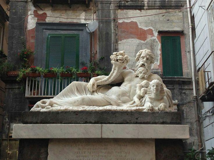 Statua del Dio Nilo. Largo Corpo.di Napoli. II -III sec.d.C . Voluto dalla comunità Alessandrina di Napoli. La testa fu aggiunta in epoca Barocca.