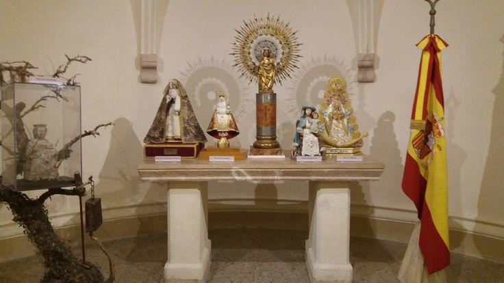 La Virgen España y varias asociaciones