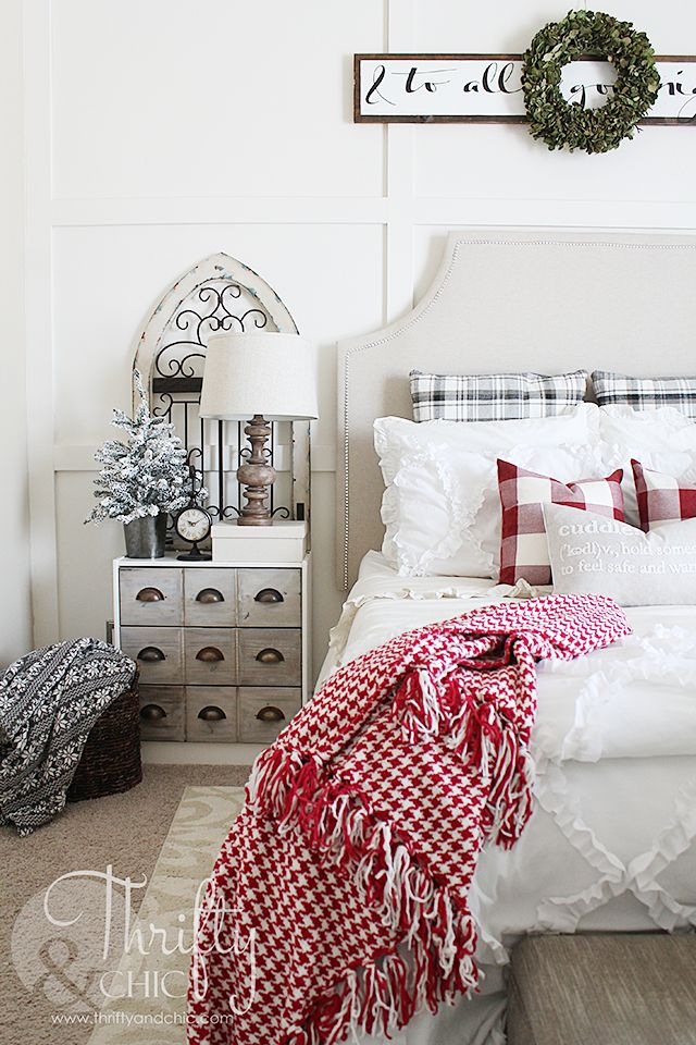 Christmas decor and decorating ideas for your bedroom. Farmhouse style decor. Fixer upper style