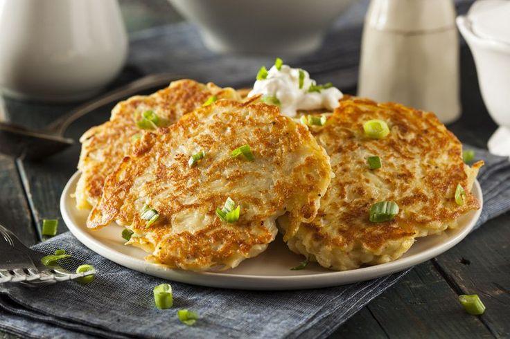 I pancake di patate in padella sono originali e semplici da preparare ma di sicuro successo. Una variante salata dei classici pancake americani da colazione