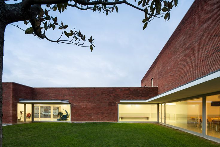 alvaro siza: fire station and barracks in santo tirso