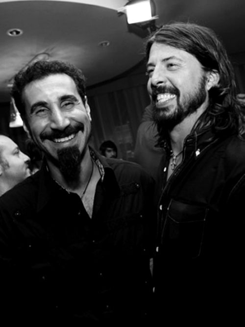 Serj Tankian and Dave Grohl , AHH they're awesome, i cant believe they're in the same picture together, SOAD AND FF!