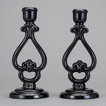 LJUSSTAKAR, ett par snarlika. Flintgods. Arthur Percy, Gefle porslinsfabrik, 1920-/30-tal.