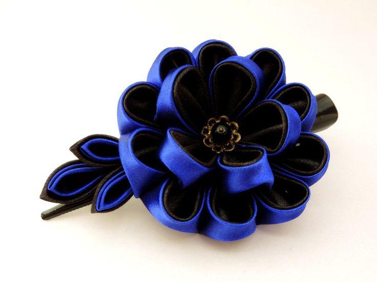 Royal blue & black satin kanzashi peony with many petals - Bujor cu multe petale din satin albastru roial și negru, pe clamă mare - Colecția Stele de Crăciun – 2013 | Atelierul Grădina cu fluturi