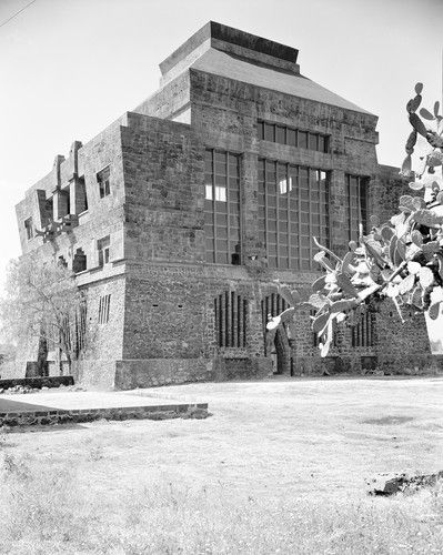 Exhibition Review: 110 Years of Mexican Architecture Diego Rivera and Juan O'Gorman with Ruth Rivera. Anahuacalli, 1957. Mexico City.