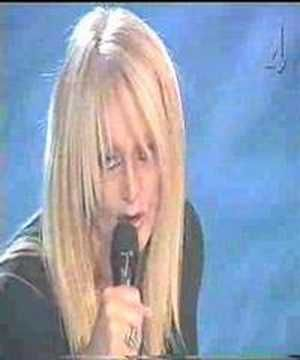 Bonnie Tyler : I still haven't found what I'm looking for #bonnietyler #bonnietylervideo #gaynorsullivan #gaynorhopkins #istillhaventfoundwhatimlookingfor #music #rock #thequeenbonnietyler #therockingqueen #rockingqueen #u2 #2000s