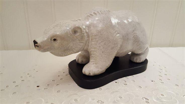 Stor och fin Isbjörn ego lidköping .  Hel och i mycket fint skick.   Längd: 30 cm  Höjd: 13 cm