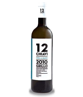 Vino siciliano 100% grillo - Vino bianco - 13% Storicamente utilizzato per il Marsala, il grillo si afferma come uno dei vitigni autoctoni a bacca bianca più interessanti della Sicilia