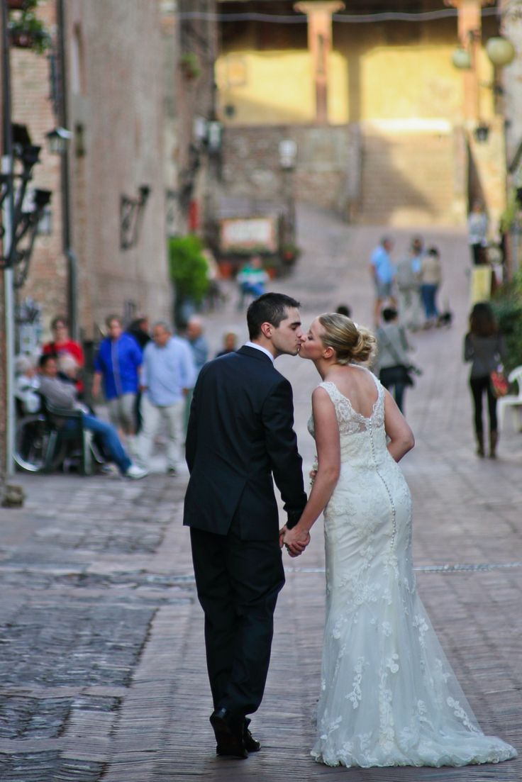 Kissed in the Chianti roads  http://blancricevimenti.it