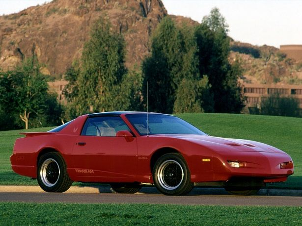 Pontiac Firebird Trans Am GTA T-Roof (1991 – 1992).